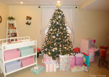 Baby Shower - Presents under the tree