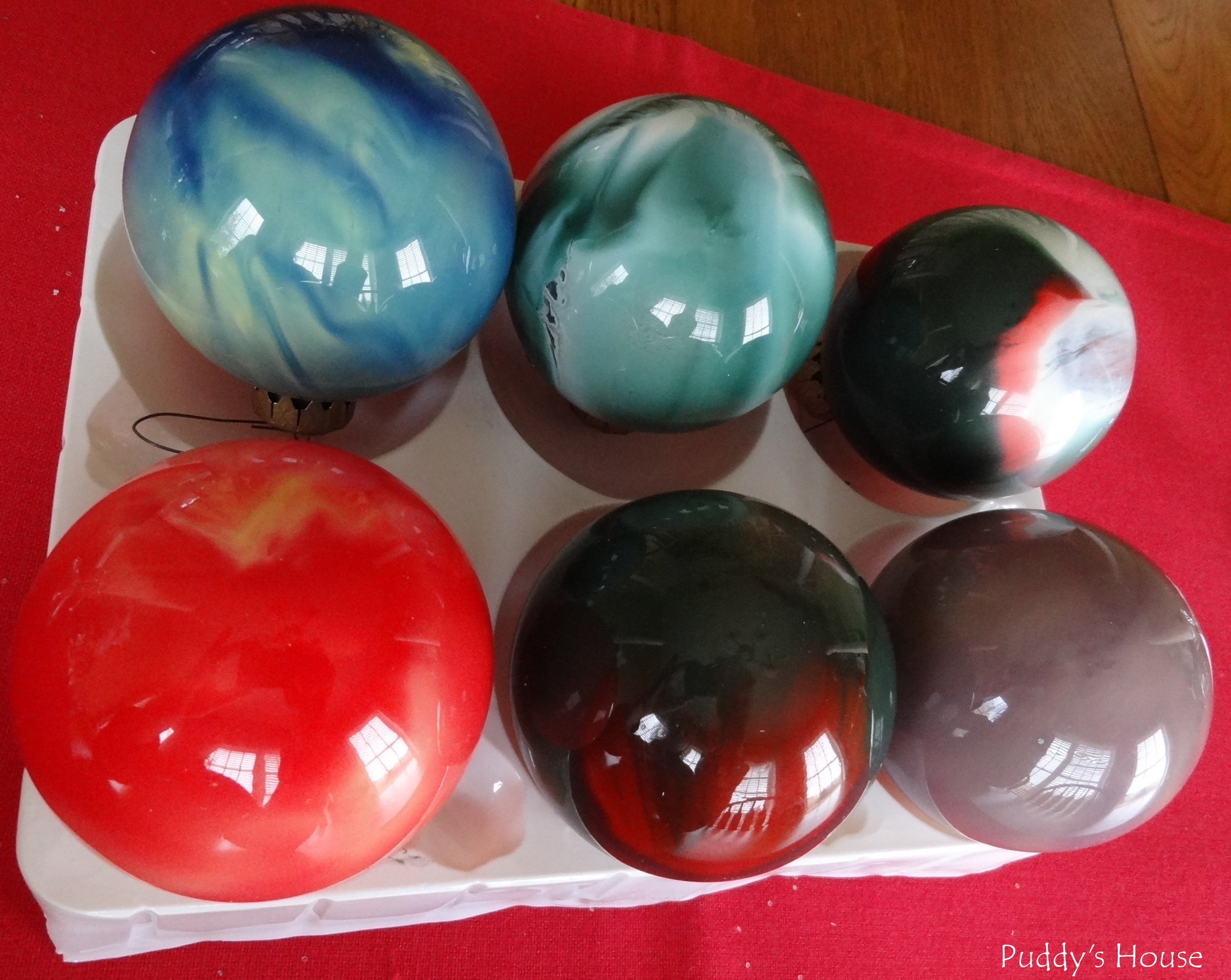 DIY Christmas Ornaments – Swirled paint in glass balls – Puddy's House