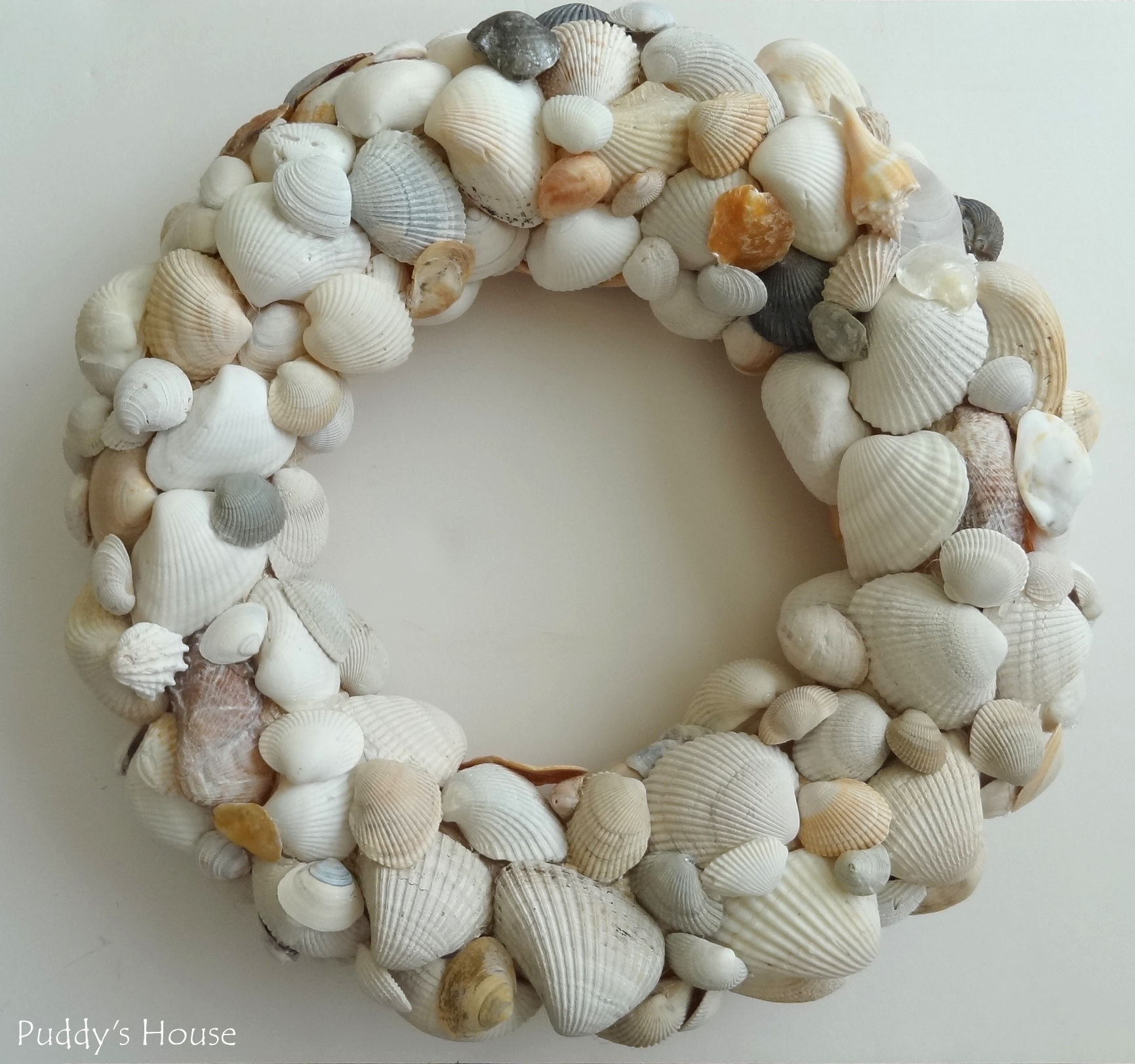 DIY-Seashell-Wreah-final-layer-of-shells