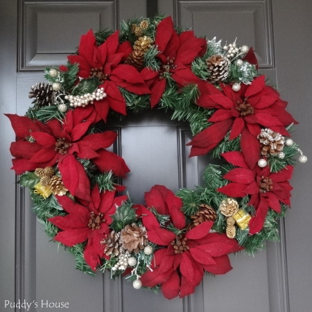 DIY Christmas Wreaths - Pine wreath with burgundy poinsettias