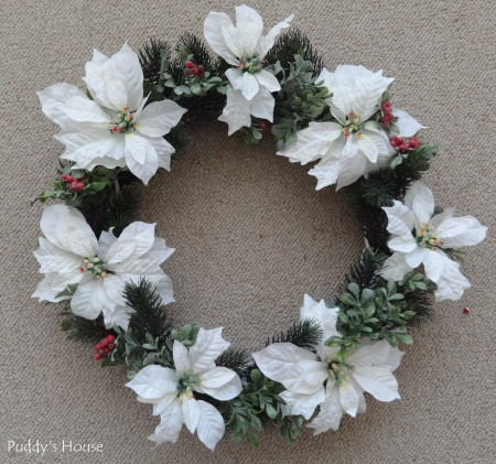 DIY Christmas Wreaths - grapevine poinsettia wreath