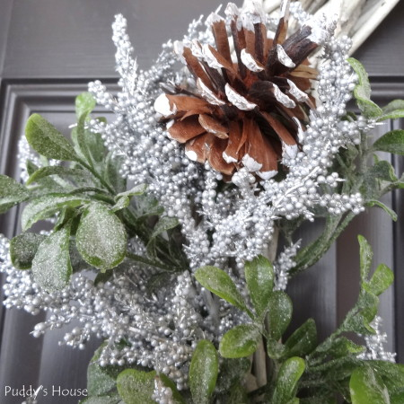 DIY Winter Wreath - close up of details