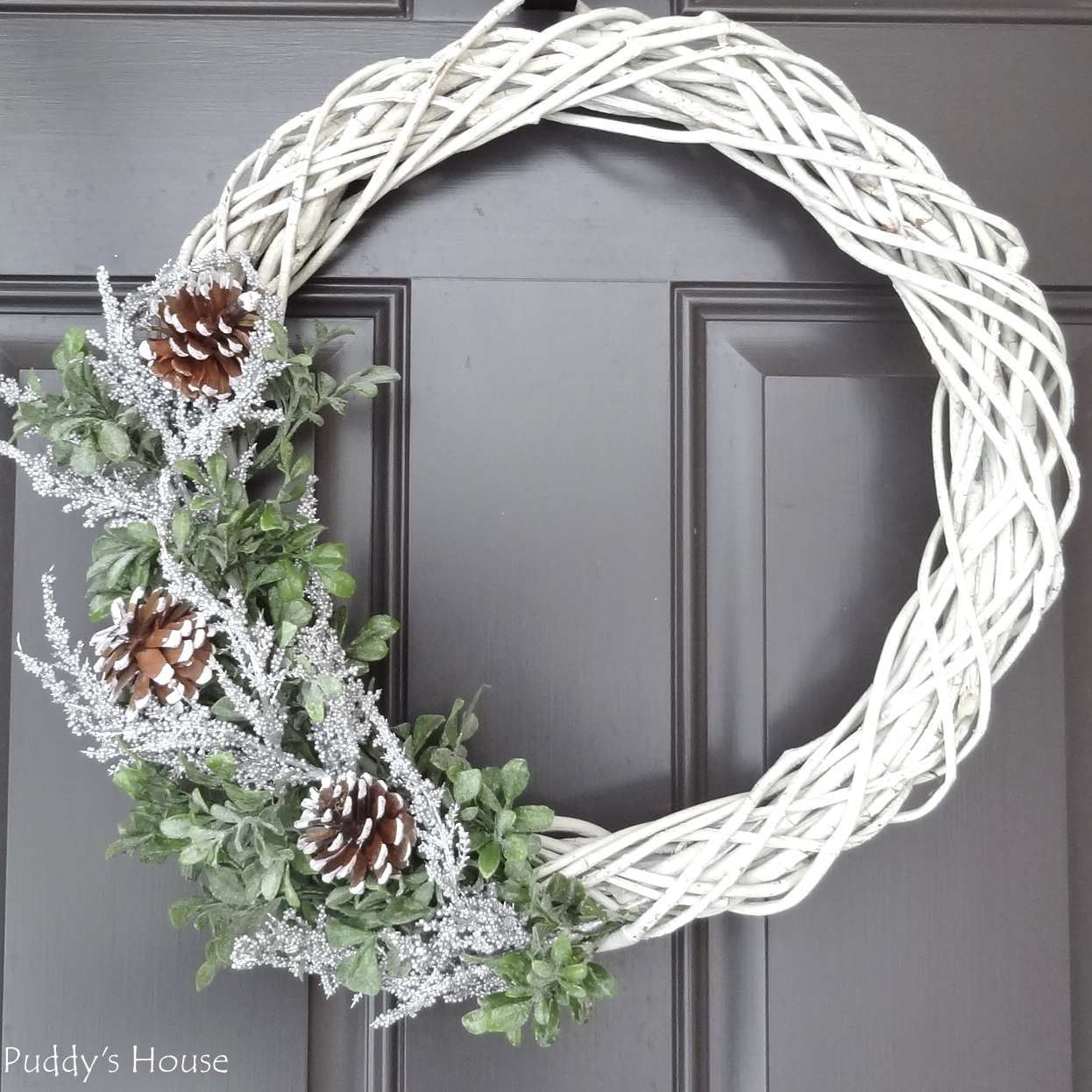 DIY Winter Wreath - complete in 3 easy steps