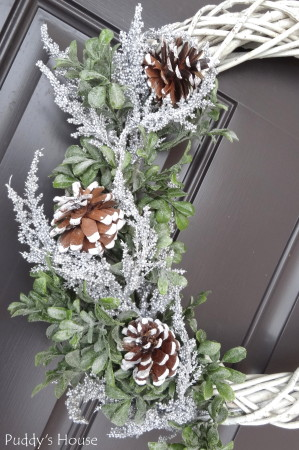 DIY Winter Wreath - pinecones adddd