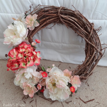 DIY Spring Wreath 2014 - flowers on side of wreath