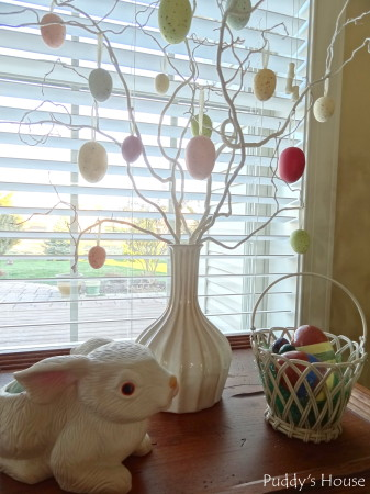 Easter Decorating - side table vignette