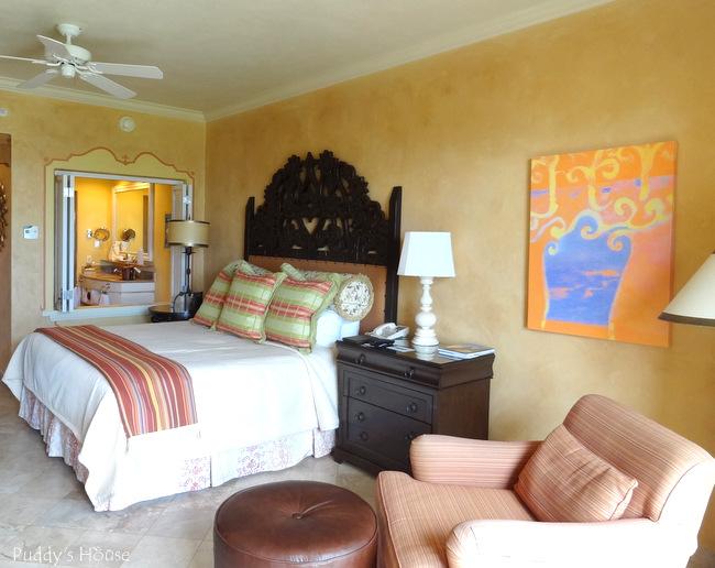 Cabo - Hilton bedroom