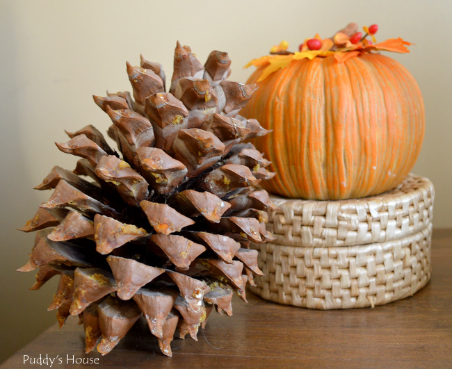 Fall Home Tour - Vignette - acorn pumpkin basket
