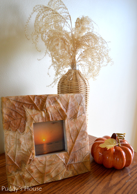 Fall Home tour - Foyer vignette frame and pumpkin