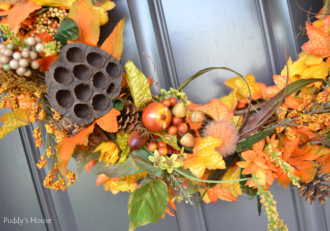 fall porch decor - diy wreath close up 2