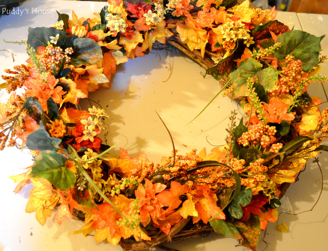 fall porch decor - wreath finished