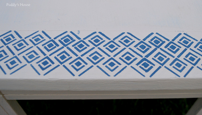 stenciled end table- stencil up close