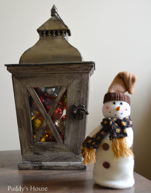Christmas House - lantern with bulbs