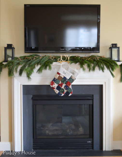 Christmas House - mantel