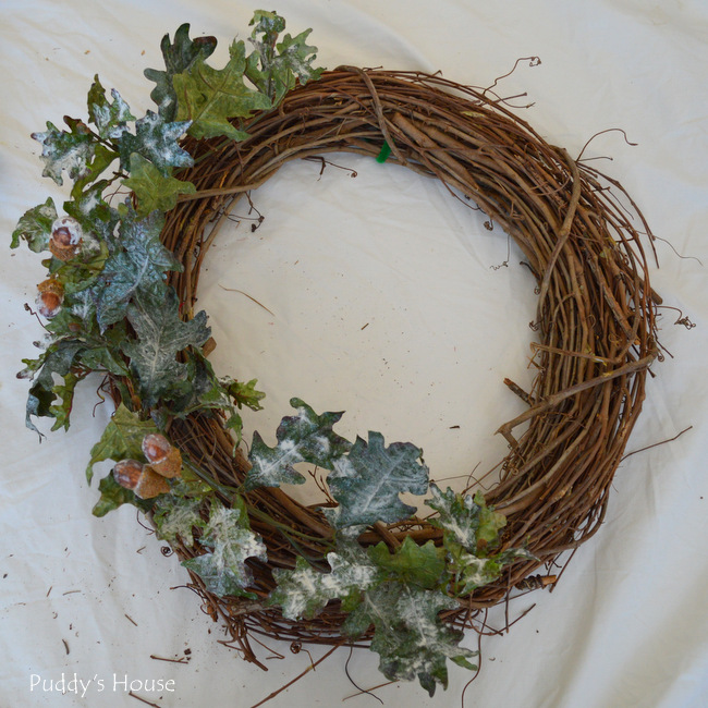 DIY Winter wreath - leaves on wreath